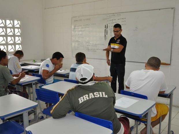 Reeducandos do Serrotão têm aulas de diversas discipinas (Foto: Abraão Morais/UEPB)