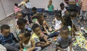 Organizações de direitos humanos dizem que creches podem ter até 100 crianças em más condições de higiene (Foto: Getty/BBC)