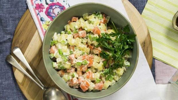 cozinha prtica vero 2017, cozinha prtica pra viagem, salada de maionese, seleta de legumes (Foto: Divulgao/Editora Panelinha)