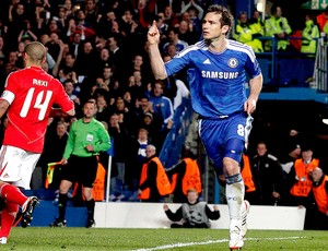 Lampard comemora gol do Chelsea contra o Benfica (Foto: EFE)
