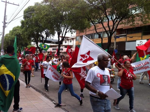 Manifestação a favor do PT em Coronel Fabriciano, MG (Foto: Patrícia Belo/G1)