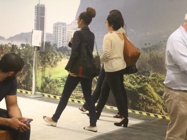 Taís Araújo em shopping na Zona Sul do Rio (Foto: Daniel Delmiro/ Ag. News)