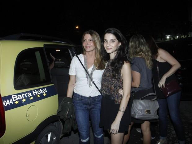 Maria Padilha e Giselle Batista em festa na Zona Oeste do Rio (Foto: Marcos Ferreira e Thyago Andrade/ Brazil News)