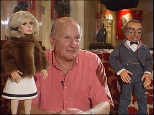 Gerry Anderson e os bonecos de 'Thunderbirds' (Foto: BBC)
