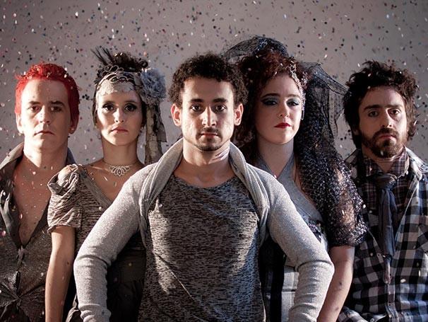 Felipe Abib com o elenco de 'Maravilhoso' (Foto: Paula Kossatz)