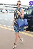 Look do dia: Miranda Kerr embarca na onda floral em aeroporto no Japão