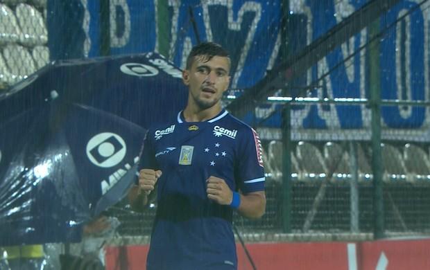 Arrascaeta comemora gol pelo Cruzeiro contra o Villa Nova