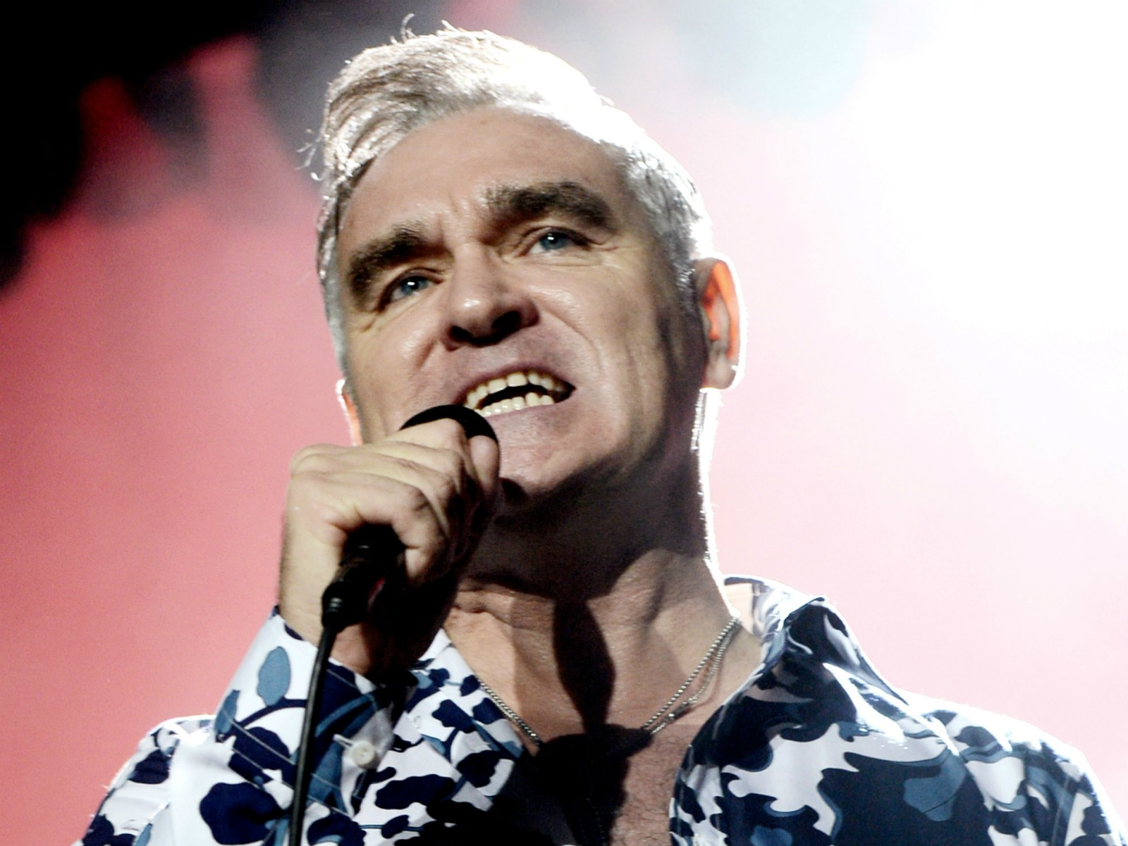 """O Brit Awards é horroroso. Eu jamais aceitaria um. Seria como Laurence Olivier ficar feliz por ganhar o TV Times Awards"" — Morrissey, cantor e vocalista da extinta banda The Smiths, de acordo com coletâneas de frase do músico. (Foto: Getty Images)"