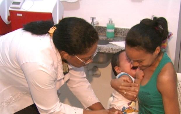 Para a dona de casa Andreza Souza, a vacinação é um gesto de amor (Foto: Roraima TV)