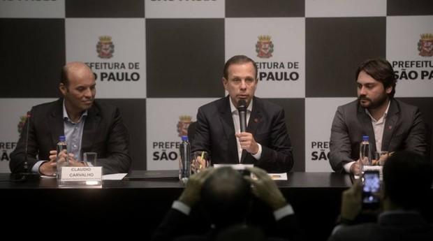 Apesar do posto recente ocupado por Lima (à esq.) na empresa, o prefeito disse não haver qualquer problema  (Foto: Eduardo Ogata/Prefeitura de São Paulo)