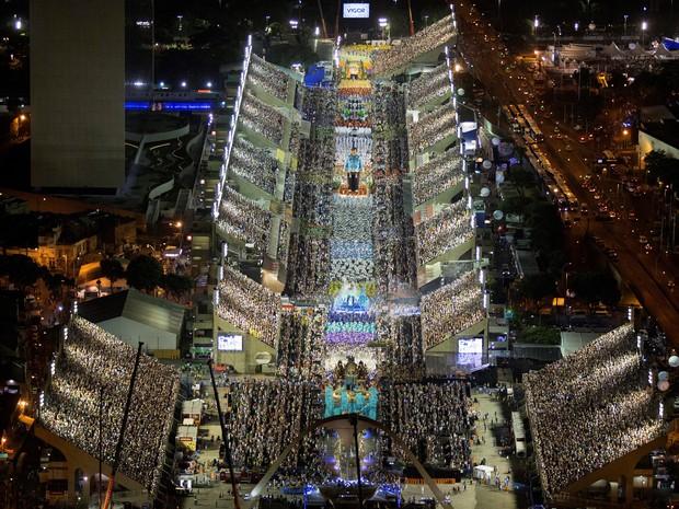 Vista aérea do Sambódromo durante desfile da Portela (Foto: Fernando Maia / Riotur)