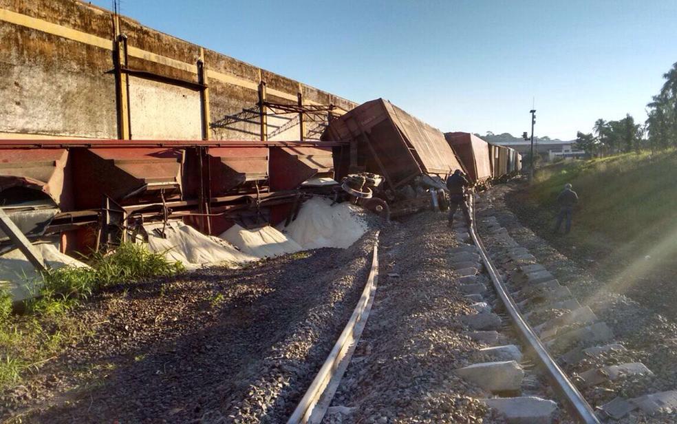 Trem descarrila em Catanduva  (Foto: Maicon Fernandes Maciel/Arquivo Pessoal)