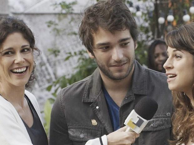 Joana Sá, repórter do Parker TV Jornal, entrevista Davi e Manu na Gambiarra (Foto: Parker TV)