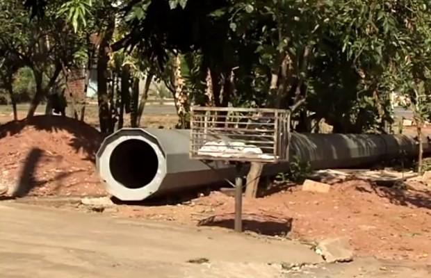 Relatório do BID aponta que poste foi assentado sobre manancial em Goiânia, Goiás (Foto: Reprodução/ TV Anhanguera)