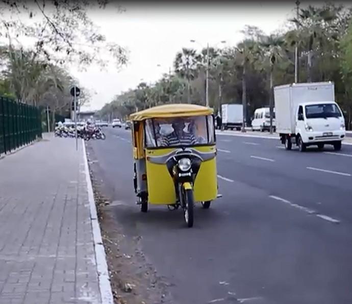 Piauiense adapta se serviços de mototaxi em um tuk tuk (Foto: Reprodução/Rede Clube)