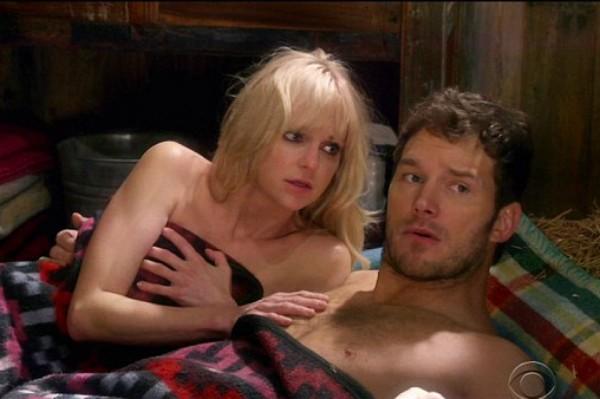 O ator Chris Pratt e a atriz Anna Faris em cena da série 'Mom' (Foto: Reprodução)