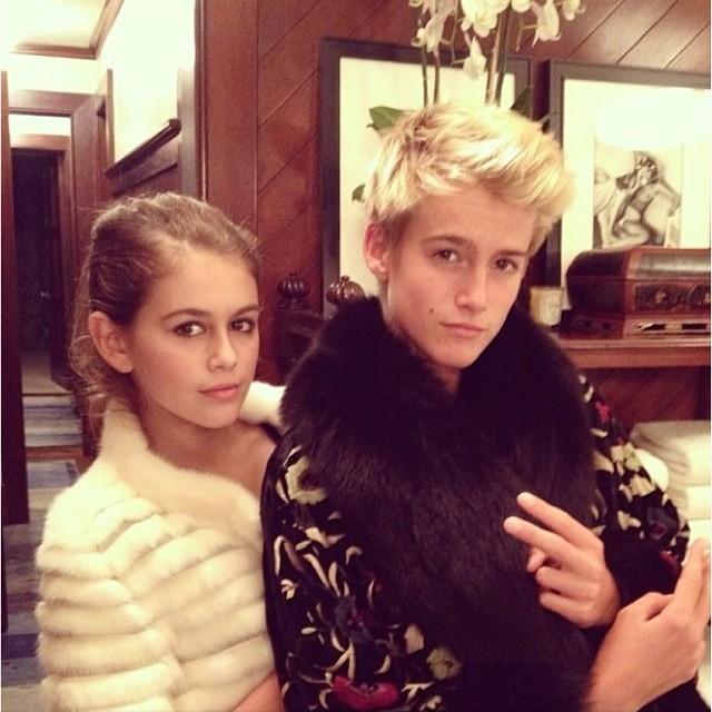 Kaia e o irmão, Presley (Foto: Reprodução/Instagram)