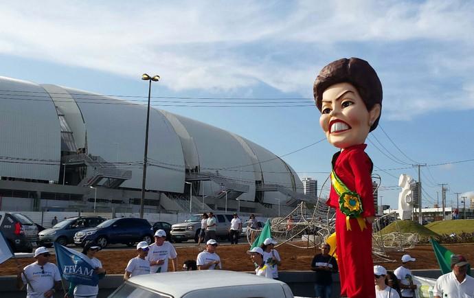 Protesto Arena das Dunas Dilma (Foto: Moacir Nascimento / Ag. Estado)