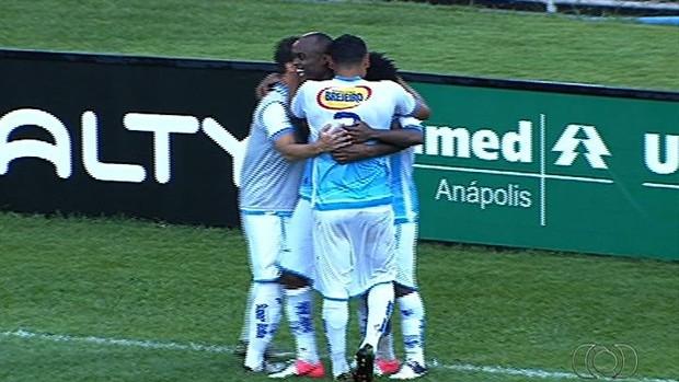 Grêmio Anápolis gol Nei (Foto: Reprodução/TV Anhanguera)