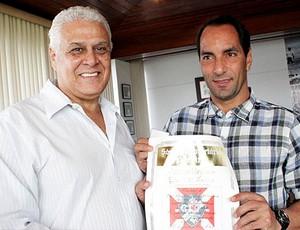 Vasco Roberto Dinamite com Edmundo no aniversário (Foto: Divulgação / Vasco.com.br)