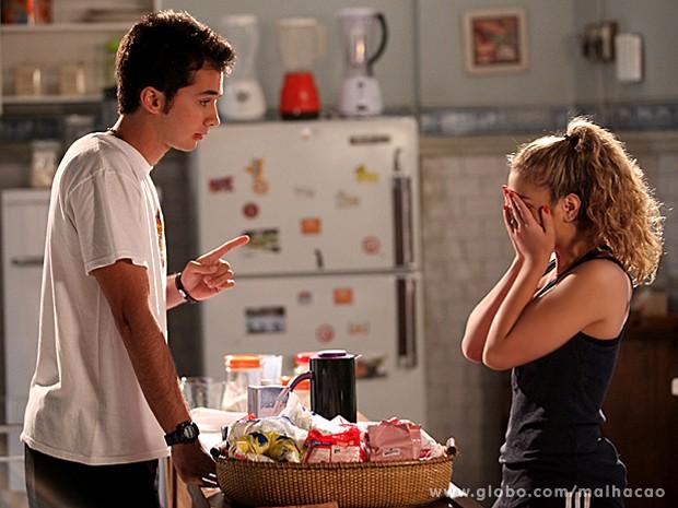 Ben pede que Meg não se meta mais na vida dele (Foto: Jackson Vogel / TV Globo)