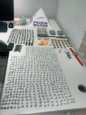 Polícia apreende cerca de 600 pedras de crack em Alfenas (Foto: Polícia Militar)