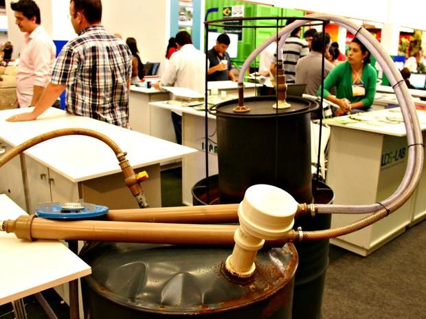 Biodigestor desenvolvido por estudantes (Foto: Jamile Alves/G1 AM)
