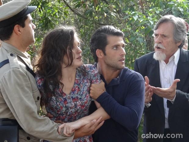 Amélia pede para trocar de lugar com Pérola (Foto: Joia Rara/TV Globo)