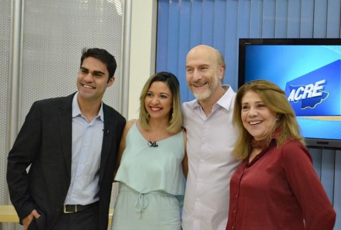 Odilon Wagner ao lado dos apresentadores do Acre TV, Oscar Xavier e Aline Vieira, e da atriz Tânia Bondezan (Foto: Murilo Lima)