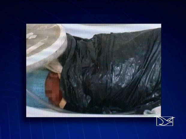 Gêmeos foram transferidos de hospital em saco de lixo (Foto: Reprodução / TV Mirante)