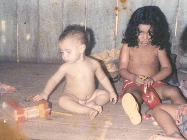 Elenira e o irmão Sandino ainda crianças em Xapuri (AC) (Foto: (Arquivo de família))