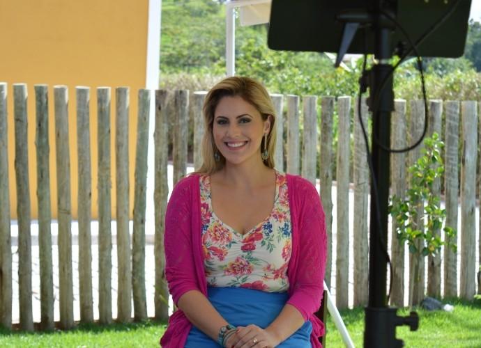 Jessica Leão nos bastidores da gravação  (Foto: Reprodução / TV Diário )