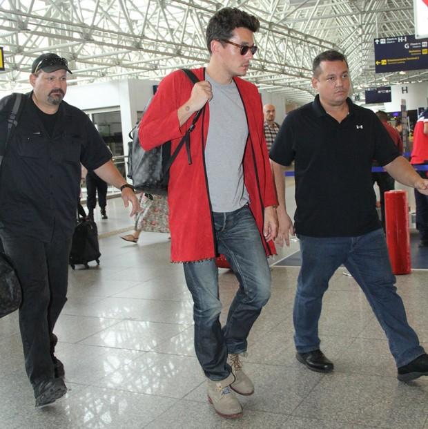 John Mayer deixando o Brasil (Foto: Wallace Barbosa/ Agnews)