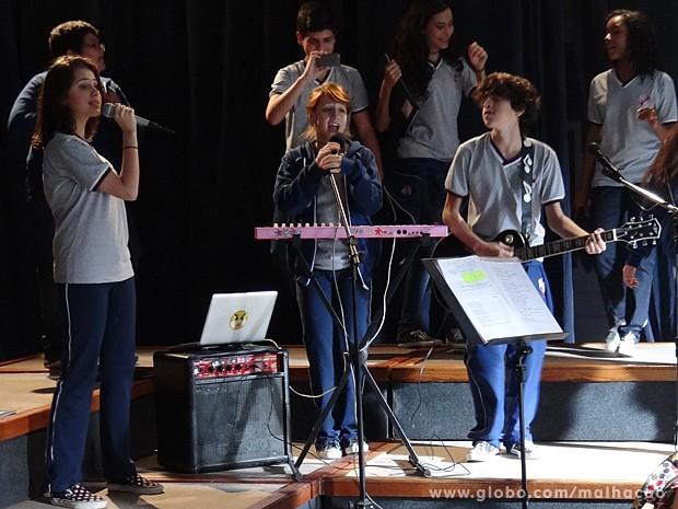 Giovana transforma a canção de Noel Rosa em um funk (Foto: Malhação / TV Globo)