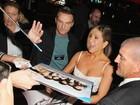 Jennifer Aniston usa look curto em première nos Estados Unidos