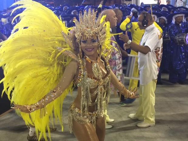 Carol Marins estreia como rainha da bateria da Paraíso do Tuiuti (Foto: Cristina Boeckel/G1)