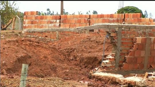 Chuva destrói casas e deixa famílias desabrigadas em Cristalina, GO