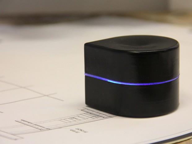 Impressora portátil 'caminha' sobre papel enquanto imprime (Foto: Divulgação/Zuta Labs)