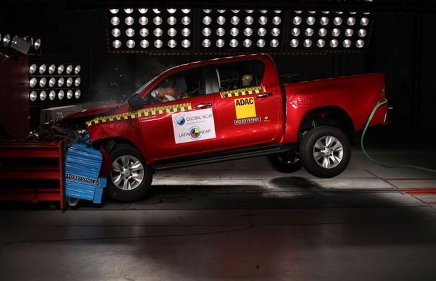 Toyota Hilux fabricada na Tailândia consegue cinco estrelas em crash test (Foto: Divulgação)