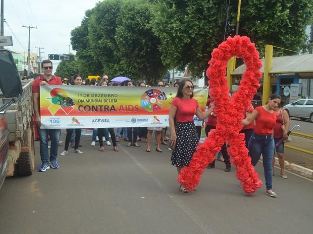 Caminhada percorreu as ruas do centro de Cacoal nesta sexta-feira (2) (Foto: Rogério Aderbal/G1)
