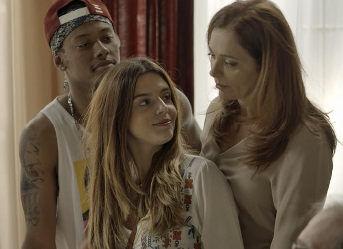 Luana avisa que está de mudança (Foto: TV Globo)