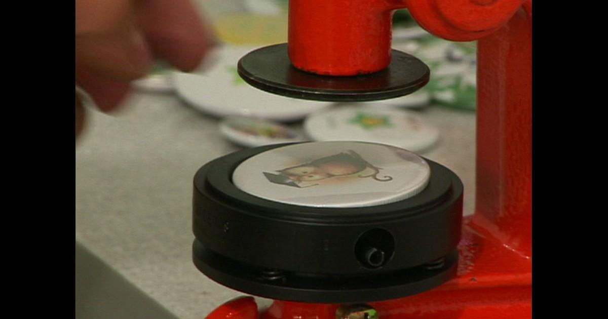 e8c05de38 PME - Máquina de menos de R  600 produz um bóton a cada 20 segundos