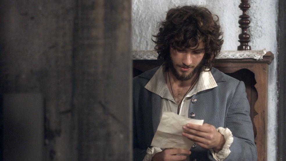 Joaquim recebe bilhete que acredita ser de Anna! (Foto: Reprodução / TV Globo)