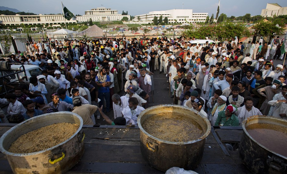 Pakistani protesters wait for food to be distributed near the parliament building and the president house in Islamabad, Pakistan, Sunday, Aug. 31, 2014. Thousands of anti-government protesters tried to raid the official residence of Pakistan's prime minis