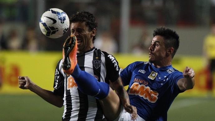 Marcos Rocha e Willian, jogadores de Atlético-MG e Cruzeiro - Final da Copa do Brasil (Foto: Washington Alves/Light Press)