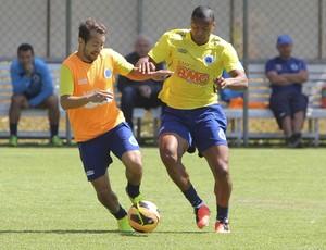 Júlio Bapista; Cruzeiro; Toca da Raposa II; treino (Foto: Washington Alves / Vipcomm)