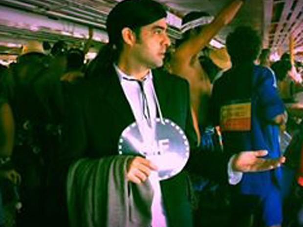 Rodrigo de Bonis fez sucesso ao se fantasiar de gif do John Travolta confuso (Foto: Maria Thalita de Paula/Arquivo Pessoal)