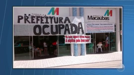 Servidores ocupam prefeitura no sudoeste da BA por atraso de salários