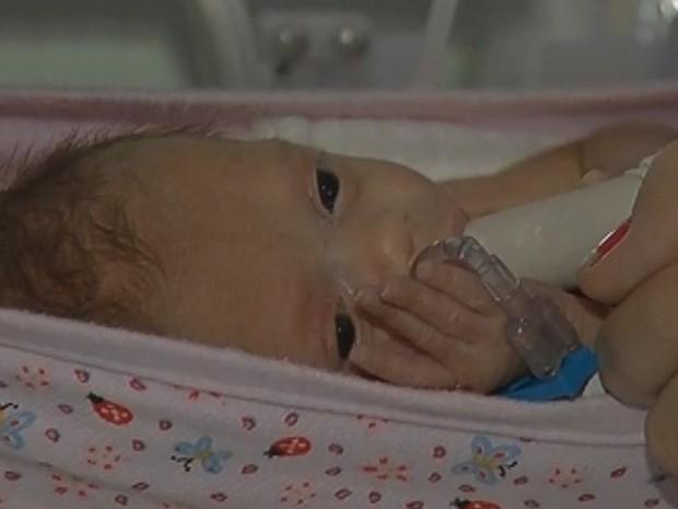 Mudança tem ajudado no desenvolvimento das crianças prematuras  (Foto: Reprodução / TV TEM)