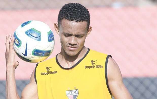 Ernandes, lateral-esquerdo do Atlético-GO (Foto: Wildes Barbosa/O Popular)